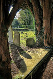 Oude graven en grafstenen royalty-vrije stock afbeelding