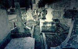 Oude graven met kruisen royalty-vrije stock afbeeldingen