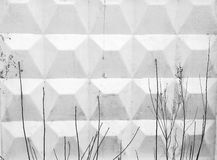 Oude grijze concrete muur met details Stock Afbeeldingen