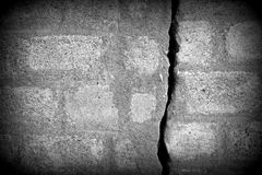 Oude grijze muur met barst Royalty-vrije Stock Fotografie