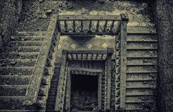 Oude grijze traparchitectuur Royalty-vrije Stock Foto