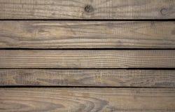 Oude grijze verdonkerde houten raad met zwarte groeven tussen hen, horizontale lijnen natuurlijke oppervlaktetextuur royalty-vrije stock foto's
