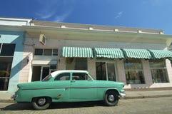 Oude groene auto Stock Afbeelding