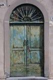 Oude groene deur royalty-vrije stock afbeelding