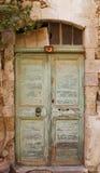 Oude groene deur op Kreta, Griekenland royalty-vrije stock foto