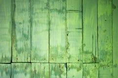 Oude groene geschilderde en bevlekte houten planken met spijkerhoofden Stock Fotografie