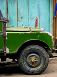 Oude Groene Landrover Royalty-vrije Stock Afbeeldingen