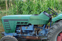 Oude Groene Tractor Royalty-vrije Stock Afbeeldingen