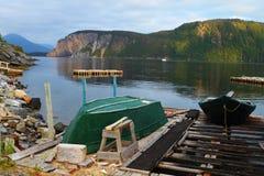 Oude groene vissersboot royalty-vrije stock foto