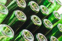 Oude groene wijnflessen royalty-vrije stock foto's