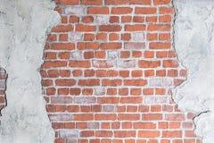 Oude grungy bakstenen muur met concrete gipspleister Royalty-vrije Stock Afbeeldingen