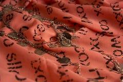 Oude halsband op headscarves Stock Afbeelding