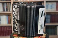 Oude harmonika dichte omhooggaand stock foto