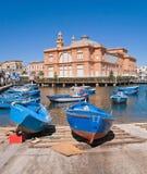 Oude haven met Theater Margherita. Bari. Apulia. stock foto