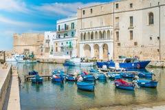 Oude haven in Monopoli, Bari Province, Apulia, zuidelijk Italië stock afbeelding