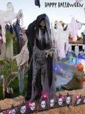 Oude Heks die Halloween-Groeten verzenden stock afbeeldingen
