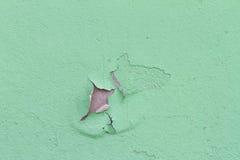 Oude het afschilferen kleur op een muur Stock Afbeeldingen