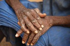 Oude het bidden handen Stock Afbeeldingen
