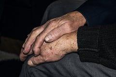Oude het bidden handen royalty-vrije stock foto's