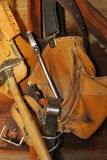 Oude het hulpmiddelzak van timmerlieden stock fotografie