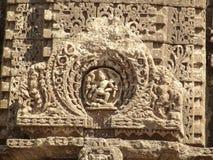 Oude Hindoese beeldhouwwerken bij Gondeshwar-tempel Stock Foto
