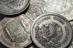 Oude historisch zilveren Muntstukken uit de hele wereld in het Detail Stock Afbeeldingen