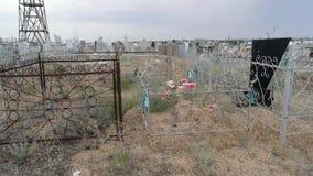 Oude historische grafstenen in de moslimbegraafplaats stock footage