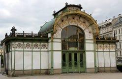 Oude HISTORISCHE ondergrondse ingang in KARLSPLATZ in Wenen Royalty-vrije Stock Foto