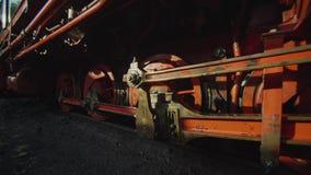 Oude Historische Smalle de Stoom Voortbewegingstrein 4K van de Maatspoorweg stock videobeelden