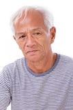 Oude hogere mens die aan oogziekte lijden, het oog van de surfer Stock Foto's