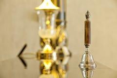 Oude hotelklok met een lamp Royalty-vrije Stock Foto's