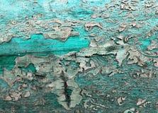 Oude houten achtergrond met overblijfselen van stukken schroot van oude verf op hout Textuur van een oude boom, raad met verf, ui Royalty-vrije Stock Afbeelding