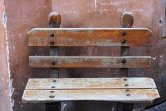 Oude houten bank Stock Afbeeldingen