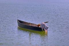Oude houten boot in meer Kerkini. Royalty-vrije Stock Afbeeldingen