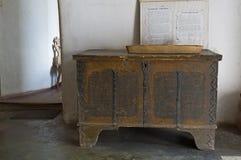 Oude, houten borst stock afbeeldingen