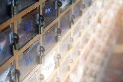Oude houten brievenbus Stock Afbeelding