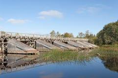 Oude houten brug met cutwater Stock Afbeeldingen