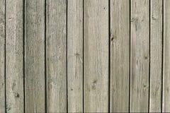 Oude houten bruine omheining voor achtergrond van raad van verschillende breedten royalty-vrije stock foto's