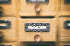 Oude houten de cataloguslade van archiefdossiers, dossiers stock afbeeldingen