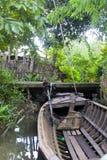 Oude Houten de vissersboot van de huis mage motor op Delta V van Vietnam Mekong royalty-vrije stock foto