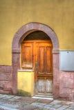 Oude houten deur in Bosa, Italië Royalty-vrije Stock Foto