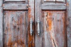 Oude houten deur bruine retro royalty-vrije stock afbeeldingen