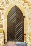 Oude houten deur in de oude mooie bouw Stock Fotografie