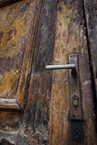Oude houten deur en klink Stock Fotografie