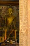 Oude houten deur en oude gouden Royalty-vrije Stock Afbeeldingen