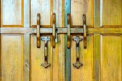 Oude houten deur geschikt voor achtergrond Stock Afbeelding