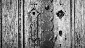Oude houten deur in zwart-witte vignetting uitstekende stijl Royalty-vrije Stock Foto's