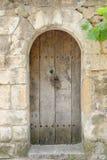 Oude houten deuropening in de Provence stock afbeelding
