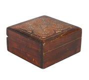 Oude houten die kist op wit wordt geïsoleerd Stock Fotografie