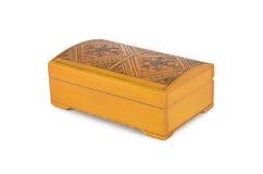 Oude houten die kist op wit wordt geïsoleerd Royalty-vrije Stock Foto